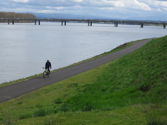 Marine Drive bike path on Columbia River looking east sm